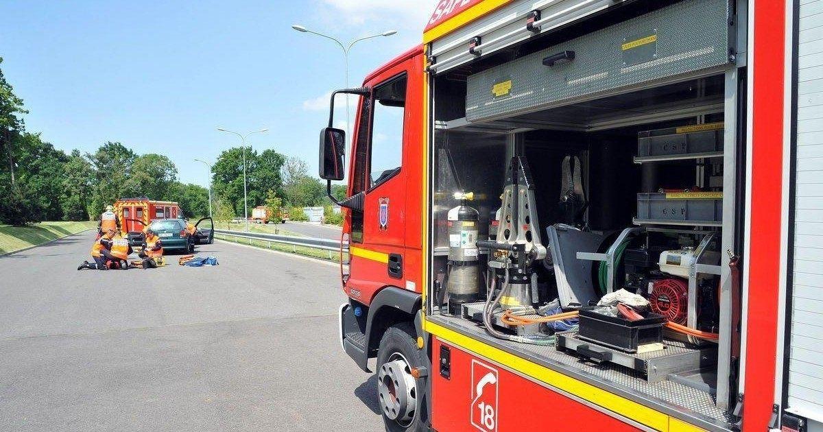 Une italienne coincée dans sa ceinture de chasteté va voir les pompiers